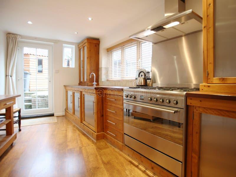 Interior de la cocina del país foto de archivo