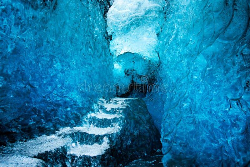Interior de la cueva de hielo en Islandia en el glaciar de Vatnajokull foto de archivo libre de regalías