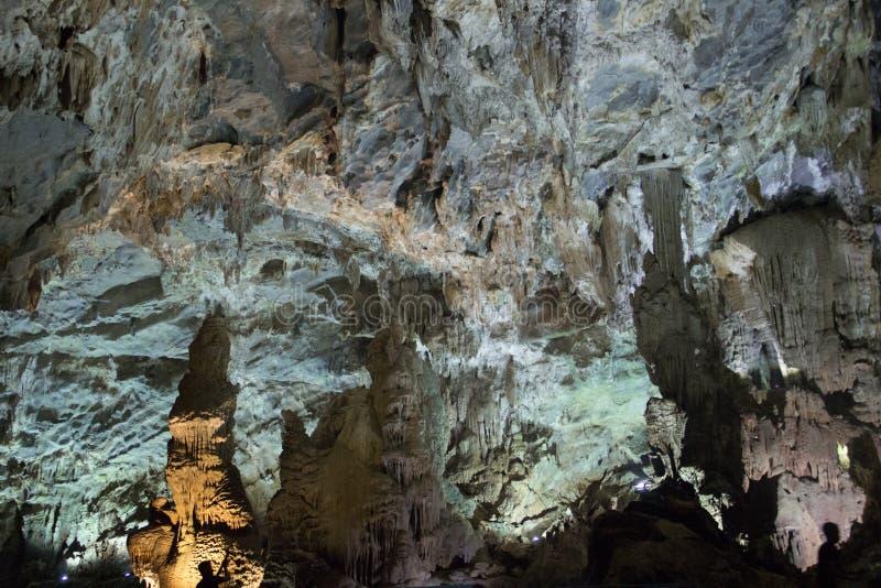 Interior de la cueva de Phong Nha, Vietnam imagenes de archivo