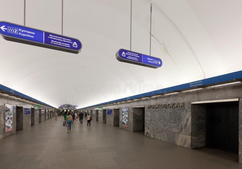 Interior de la estación de metro imagen de archivo libre de regalías