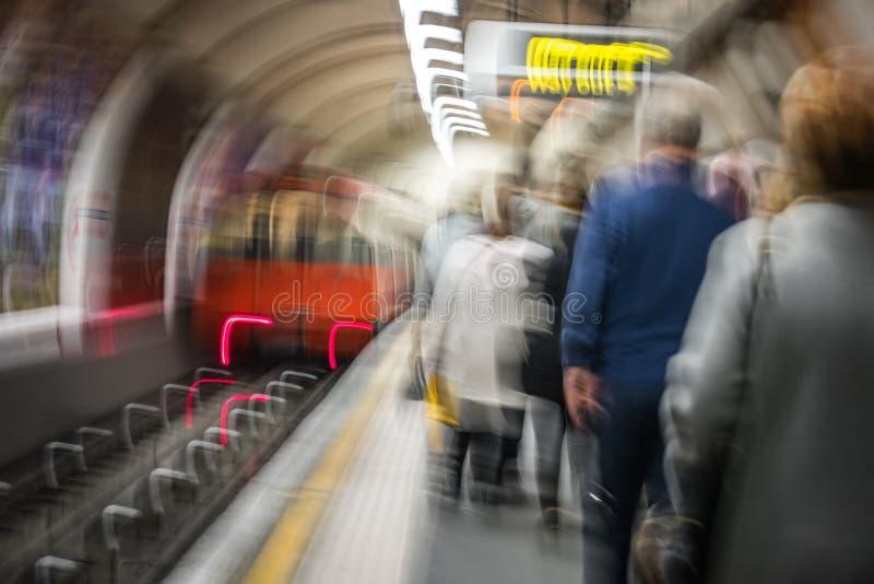 Interior de la estación de metro de Londres imágenes de archivo libres de regalías