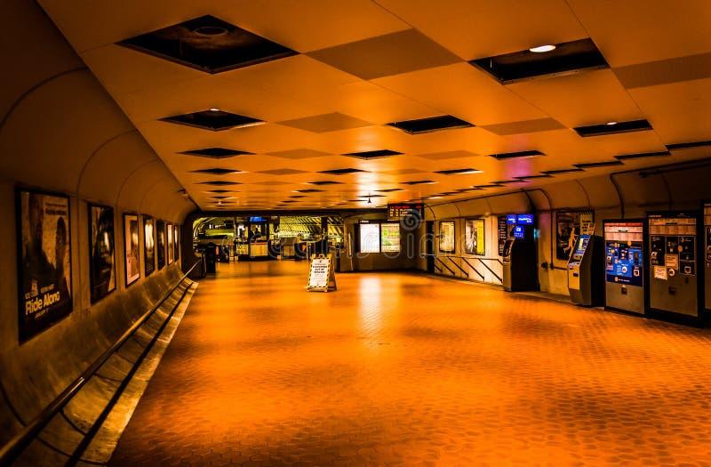 Interior de la estación de metro de Smithsonian, en Washington, DC foto de archivo