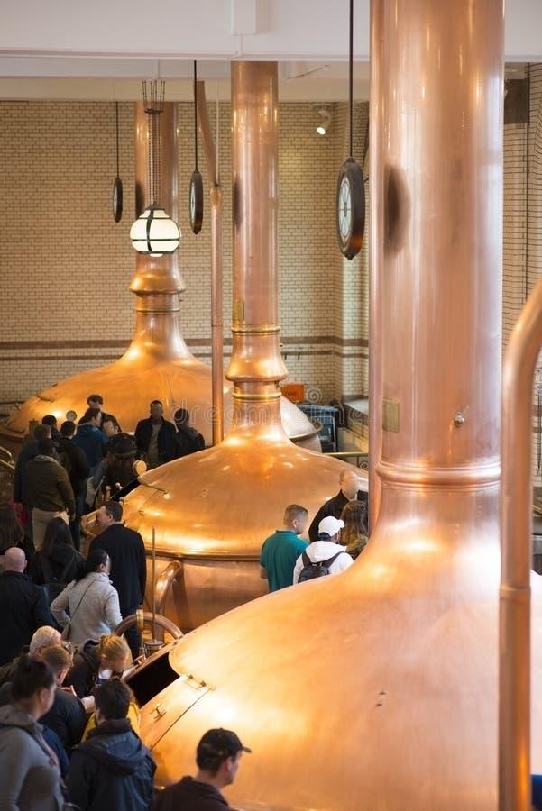 Interior de la experiencia de Heineken de la cervecería histórica en el centro de Amsterdam, Países Bajos, el 23 de marzo de 2019 fotos de archivo