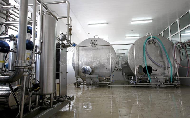 Interior de la fábrica de la leche y de la lechería fotos de archivo libres de regalías