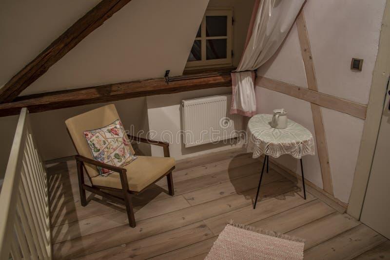 Interior de la granja vieja de Bohemia en el pueblo de Salajna fotografía de archivo