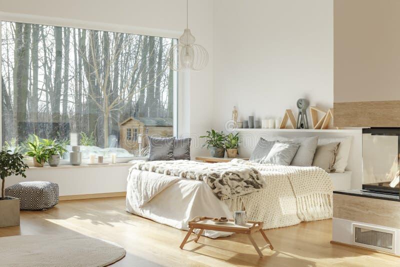 Interior de la habitación con la visión agradable foto de archivo libre de regalías