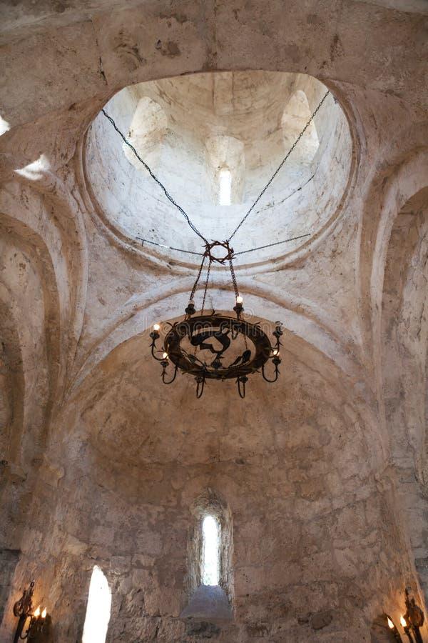 Interior de la iglesia albanesa vieja Kish Azerbaijan fotografía de archivo