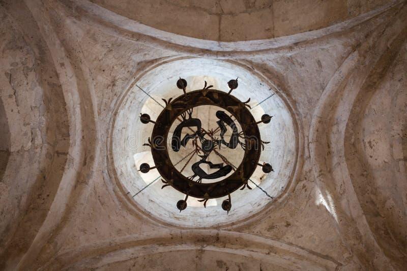 Interior de la iglesia albanesa vieja Kish Azerbaijan foto de archivo