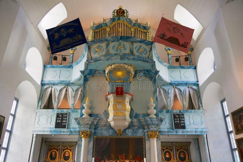 Interior de la iglesia de Bergstadens Ziir en la ciudad de Roros, Noruega fotos de archivo libres de regalías