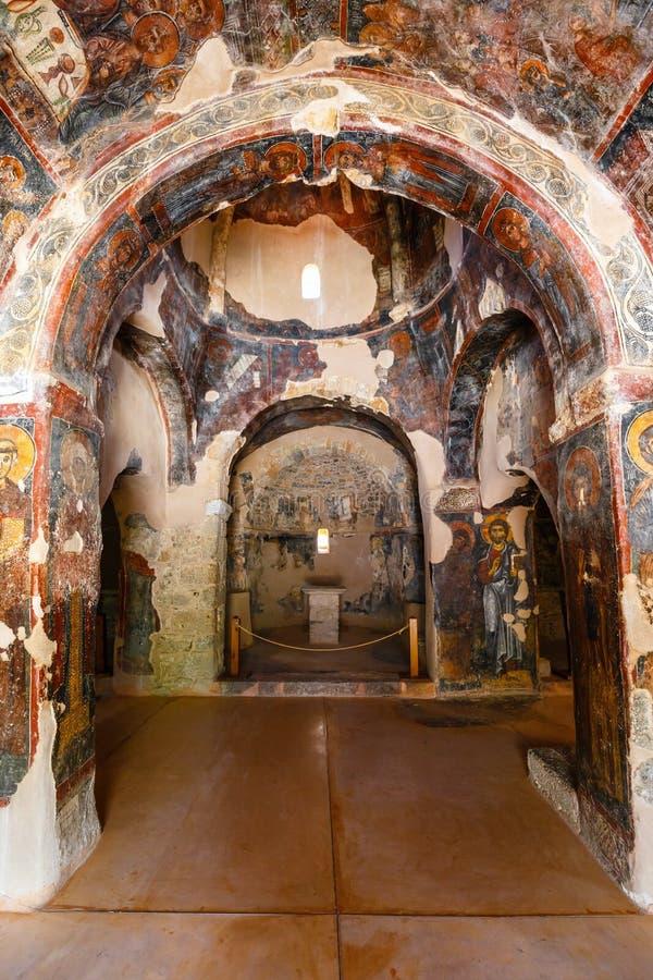 Interior de la iglesia bizantina three-aisled Panagia Kera en el pueblo Kritsa, Creta, Grecia imágenes de archivo libres de regalías