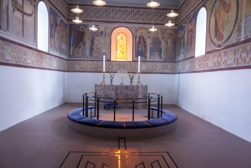 Interior de la iglesia blanca en la gelificación, Dinamarca imagen de archivo libre de regalías
