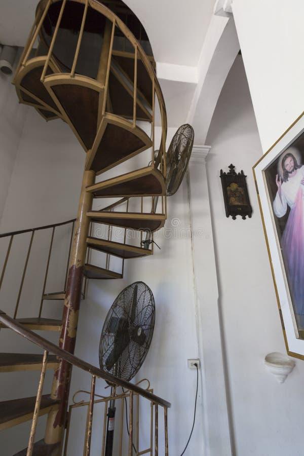 Interior de la iglesia clásica vieja, Pampatar, Venezuela fotos de archivo