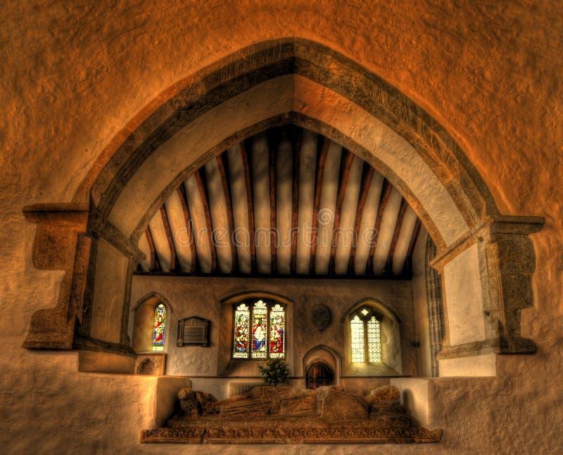 Interior de la iglesia con la tumba de los cruzados fotografía de archivo