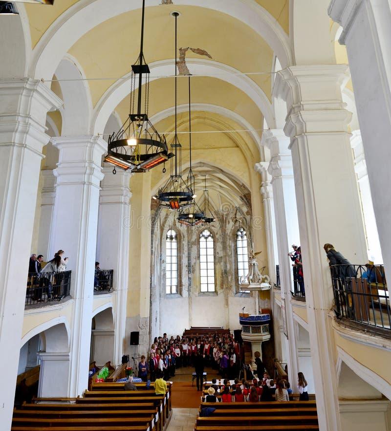 Interior de la iglesia de Aiud imagen de archivo