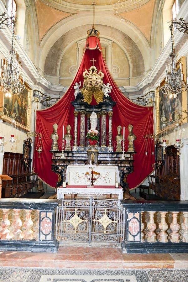 Interior de la iglesia de Maria del santo en Morcote en Suiza foto de archivo