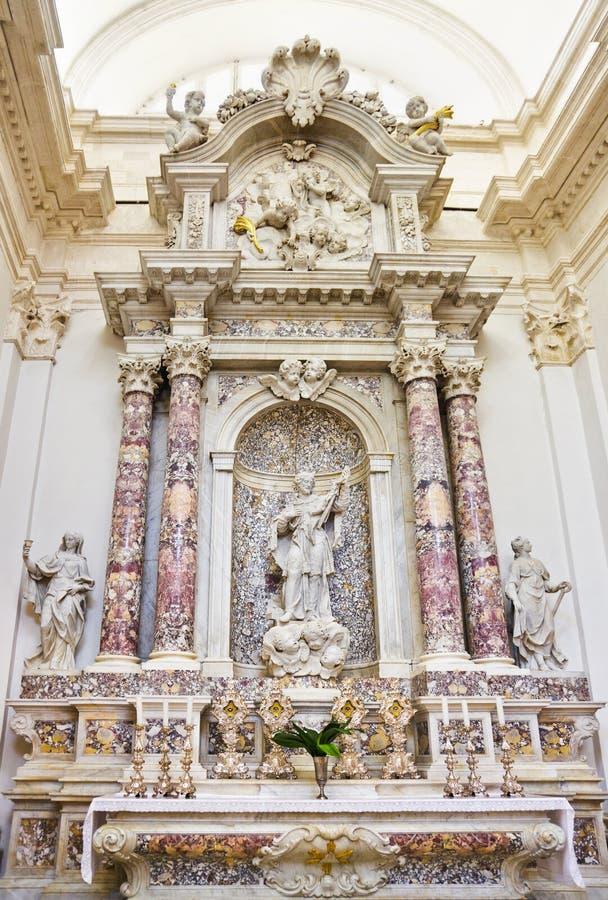 Interior de la iglesia en Dubrovnik en Croatia fotos de archivo