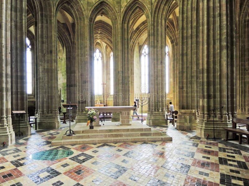 Interior de la iglesia en la abadía Mont Saint Michel fotografía de archivo
