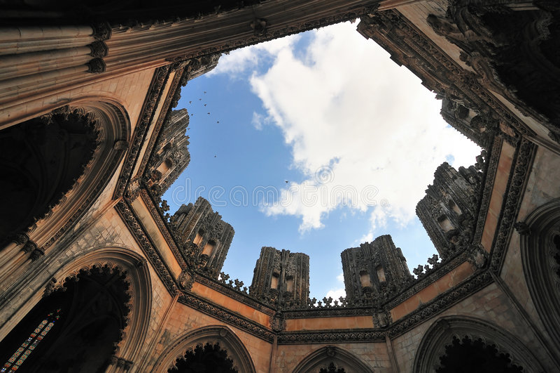 Interior de la iglesia gótica. fotografía de archivo libre de regalías