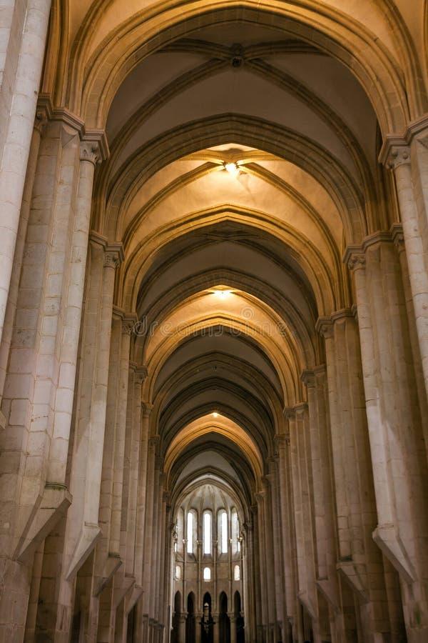 Interior de la iglesia, monasterio medieval dominicano de Batalha, Portug fotografía de archivo