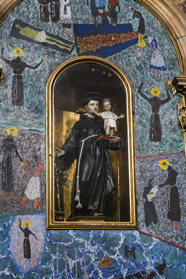 Interior de la iglesia de la orden franciscana de los muchachos del th imagen de archivo libre de regalías