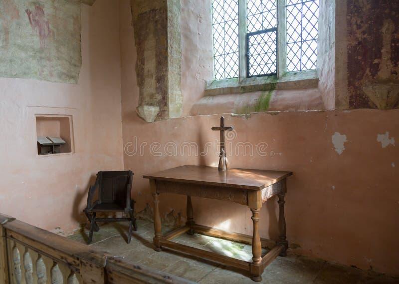 Interior de la iglesia parroquial Widford del St Oswald fotografía de archivo