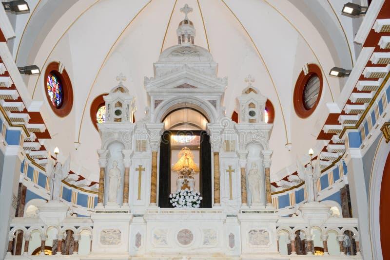 Interior de la iglesia y del santuario del EL Cobre imagen de archivo libre de regalías