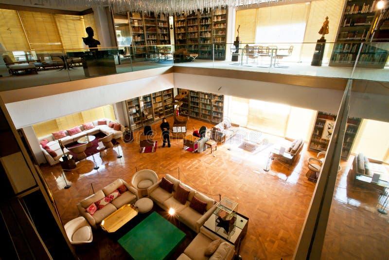 Interior de la librería privada de la reina anterior de Iran's en Teherán imagenes de archivo