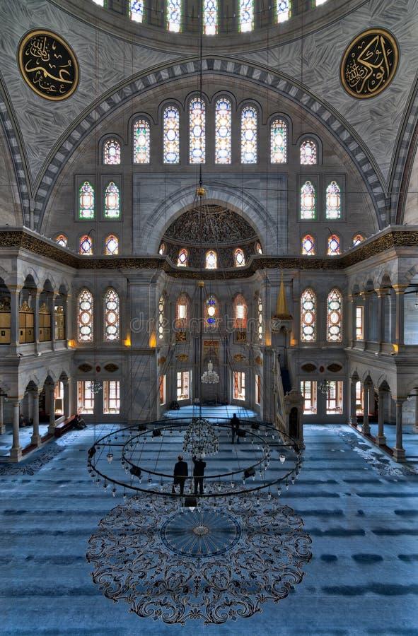 Interior de la mezquita de Nuruosmaniye, Shemberlitash, Fatih, Estambul, Turquía imágenes de archivo libres de regalías