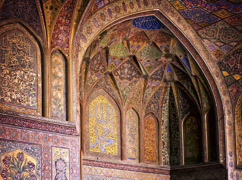 Interior de la mezquita de Wazir Khan foto de archivo