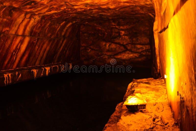 Interior de la mina de sal en Khewra fotos de archivo libres de regalías