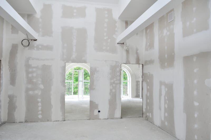 Interior de la nueva construcción casera imagen de archivo libre de regalías