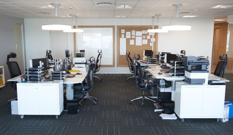 Interior de la oficina abierta moderna del plan sin gente fotos de archivo libres de regalías