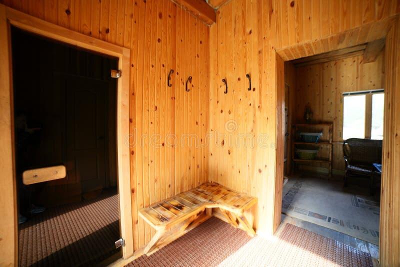 Interior de la sauna de madera rusa imagen de archivo