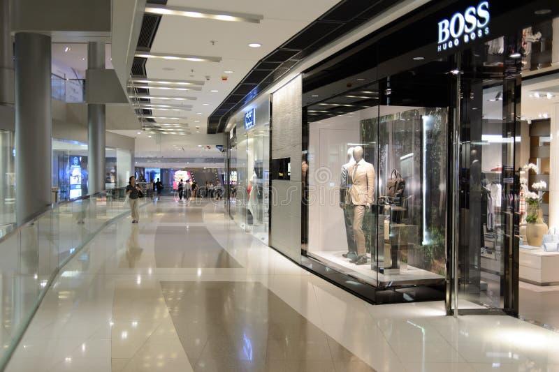 Interior de la tienda de Hugo Boss imagen de archivo libre de regalías