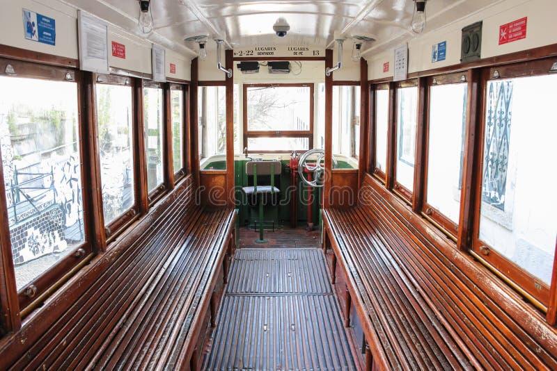 Interior de la tranvía. Lisboa. Portugal foto de archivo libre de regalías