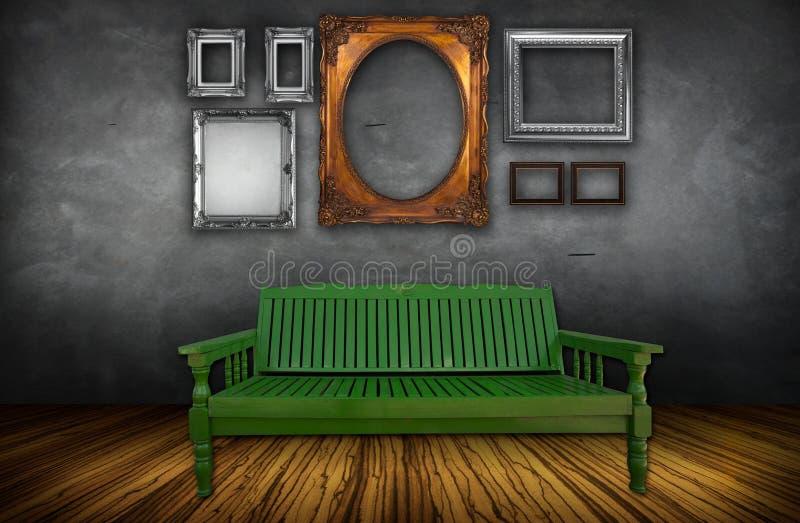 Interior de la vendimia con la silla foto de archivo libre de regalías