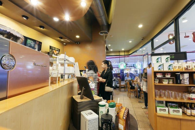 Interior de la visión del café de Starbucks imagen de archivo libre de regalías