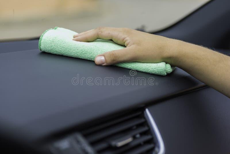 Interior de limpeza de um carro foto de stock