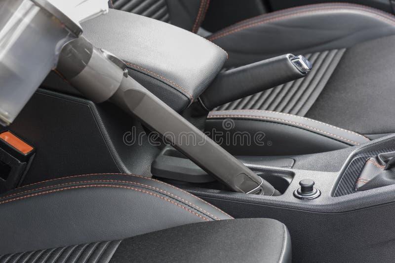 Interior de limpieza de un coche foto de archivo libre de regalías