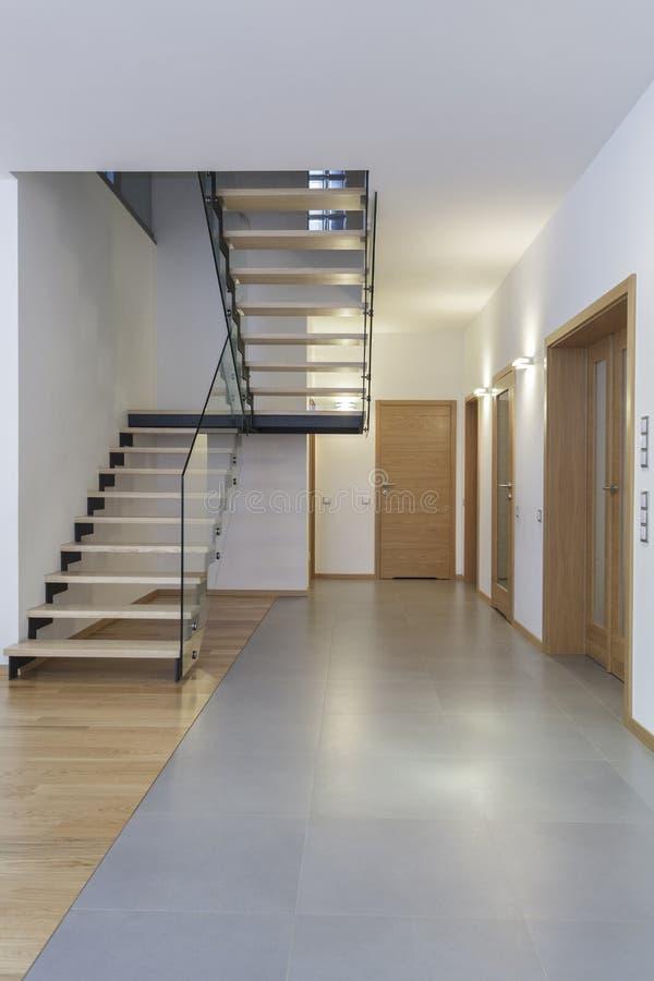 interior de los diseadores escaleras foto de archivo libre de regalas