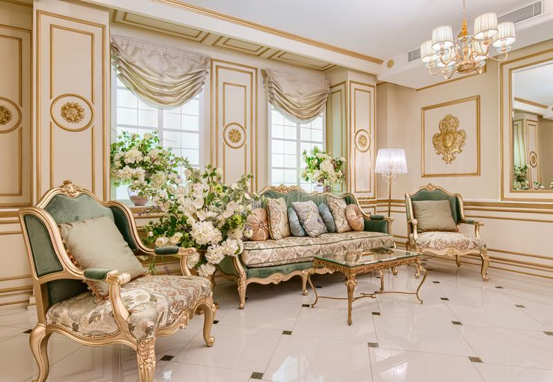 Interior de lujo de la sala de estar fotografía de archivo
