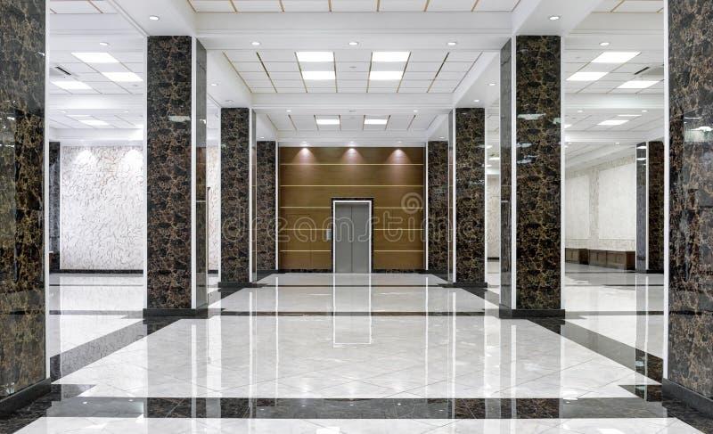 Interior de mármol de un pasillo de lujo de la compañía o del hotel imágenes de archivo libres de regalías
