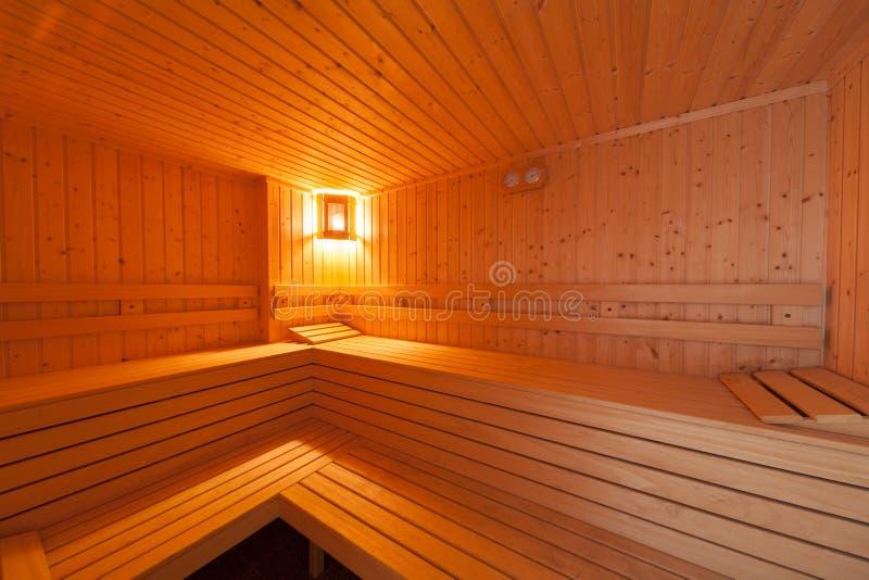 Interior de madera estándar de la sauna imagenes de archivo
