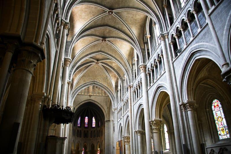 Interior de Notre Dame de la catedral en Lausanne imagen de archivo libre de regalías