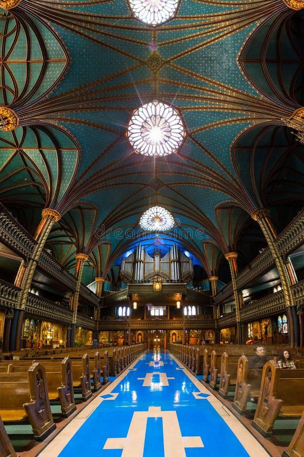 Interior de Notre-Dame de Montreal imagenes de archivo
