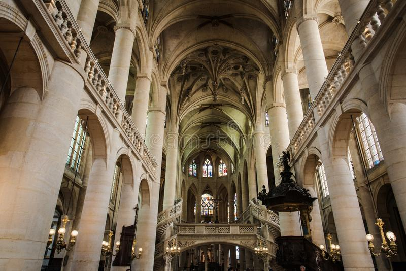 interior de Saint-Etienne-du-Mont de Paris fotos de stock