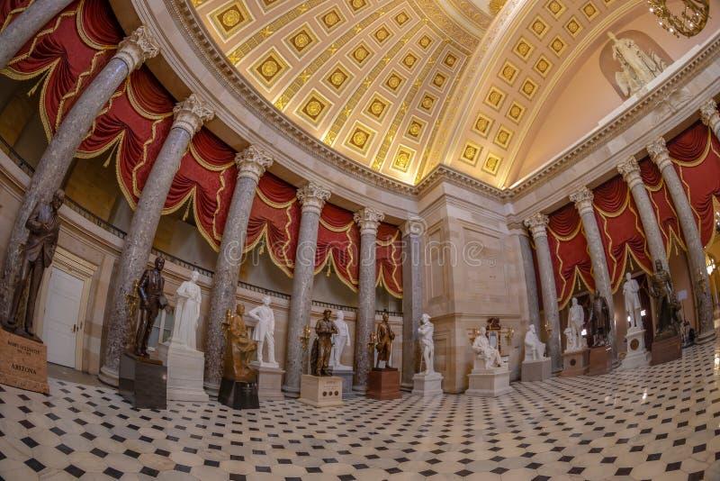 Interior de Salão estatuário na construção do Capitólio dos E.U., Washington imagens de stock royalty free