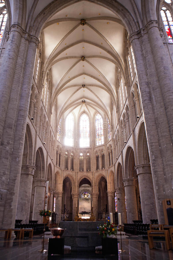 Interior de San Miguel y de la catedral del St Gudula fotografía de archivo