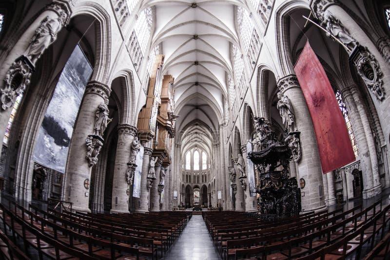 Interior de San Miguel y de la catedral del St Gudula fotografía de archivo libre de regalías