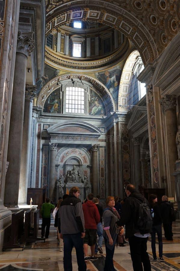 Interior de San Pedro imagen de archivo